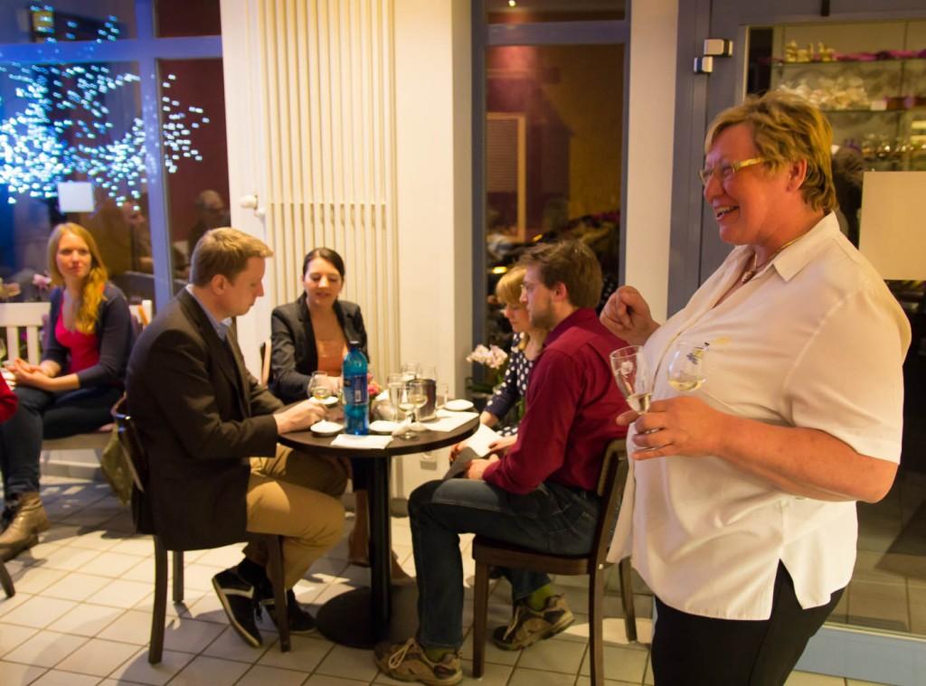 Weinproben machen allen Teilnehmern auch Spaß