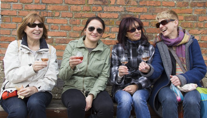 Weinprobe mit Wanderung - Ausruhen an einer Hütte