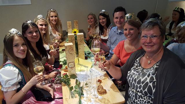 Nach der Eröffnung des Heppenheimer Weinmarkts zusammen mit Weinhoheiten aus der Region, u.a. Caroline Guthier von der Hessischen Bergstraße